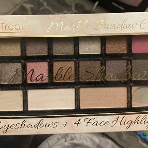 16 Eyeshadow + 3 Highlighter Pallete for Sale in Houston, TX