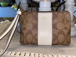 Coach Wristlet Light Brown/tan & Off White for Sale in Manvel, TX