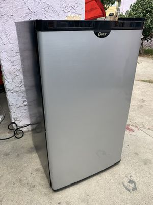 Oster Small Mini Fridge w/ Top Freezer - Silver Black Cooler Refrigerator for Sale in Los Angeles, CA
