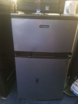 Small refrigerator for Sale in Sterling, VA
