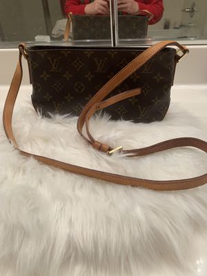 Authentic Louis Vuitton Crossbody bag for Sale in Oakley, CA