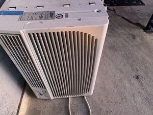 Window AC Unit 8000BTUs for Sale in Santa Clara, CA