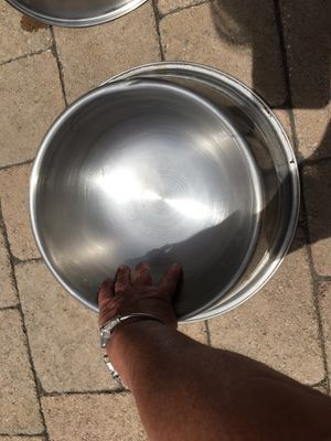 HEAVY DUTY STAINLESS STEEL NO TIP, DOG BOWL SIZE 8 CUPS, PACK OF 2 for Sale in Pismo Beach, CA