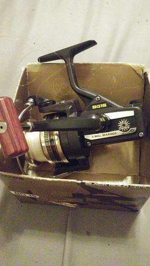 Daiwa fishing reel bg15 model very nice smooth still have box with it for Sale in Pompano Beach, FL