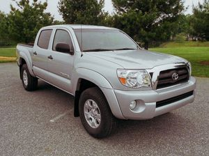 dimming rear Toyota Tacoma V6 fair satisfying for Sale in Lehigh Acres, FL