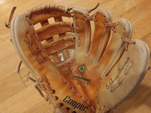 Baseball glove for Sale in Lake Forest Park, WA