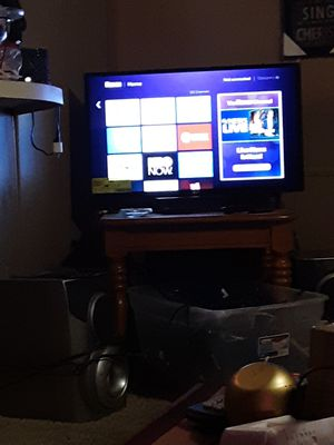 LG 32 inch flat screen tv comes with remote and its energy saver for Sale in Paducah, KY