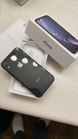 IPHONE XR T-Mobile/Unlocked For Carriers for Sale in Jonesboro, GA