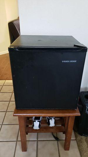 Black and Decker mini fridge for Sale in Stockton, CA