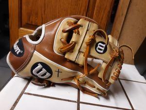 Baseball glove for Sale in San Bernardino, CA