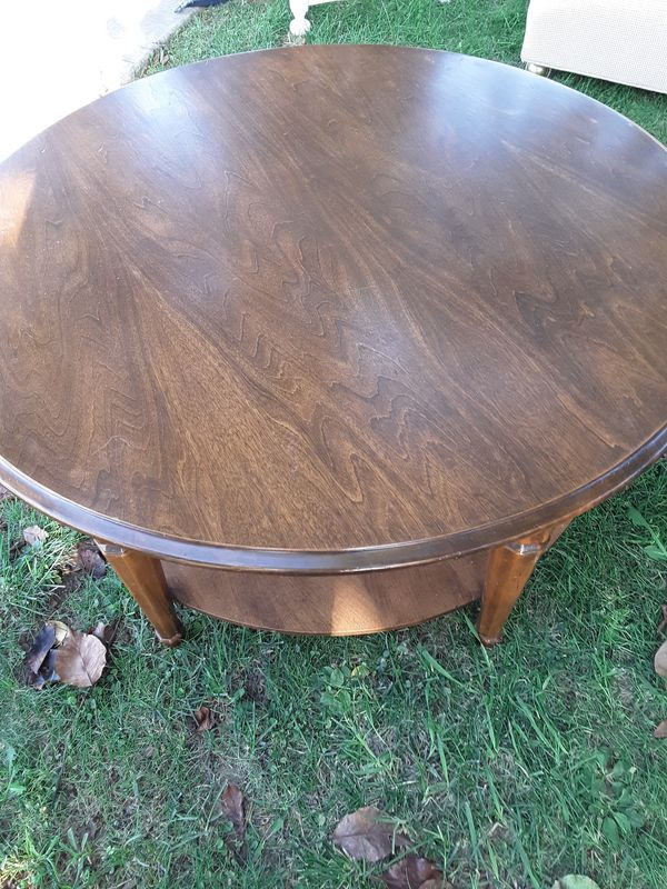 Nice wood coffee table.excellent condition