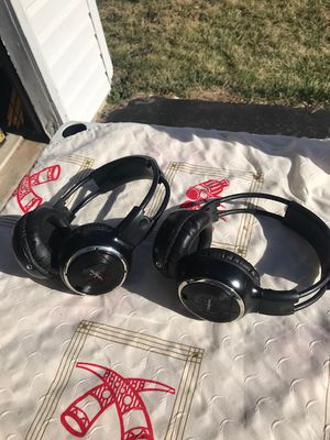 Set of 2 Melodeez Wireless car DVD Headphones battery operated LIKE NEW gently used works fine great condition for Sale in Glenn Dale, MD