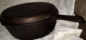 Black IRON SKILLET AND DUAL COOKWARE AND DUTCH OVEN FOR SALE for Sale in Mansfield, TX