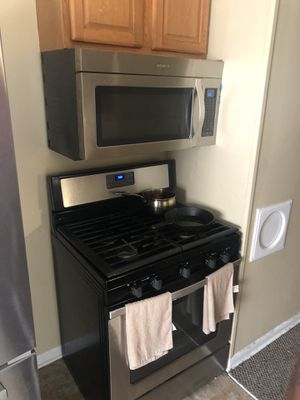 New like use whirlpool appliances for sell i have newer ones coming in at least 5 days really wanna get rid of this for Sale in Columbus, OH