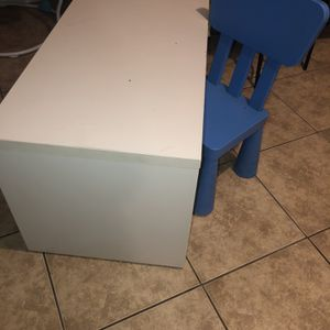 Desk And Chair for Sale in Phoenix, AZ