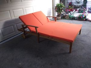 Outdoor patio double chaise lounger for Sale in Los Angeles, CA