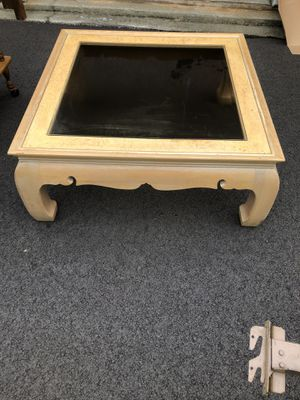GLASS TOP COFFEE TABLE for Sale in Macon, GA