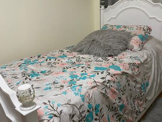 Madelyn White Twin Bed for Sale in Queens,  NY