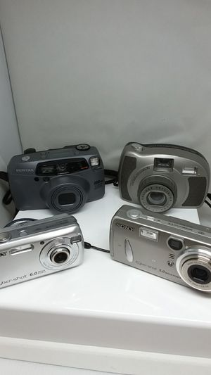 5 DIGITAL CAMERAS (ALL TOGETHER) for Sale in St. Louis, MO