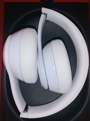 beats solo 3 wireless- white for Sale in Ontario, CA