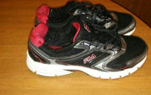 Boys size 9 FILA shoes