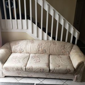 Free sofa/bed for Sale in Orlando, FL