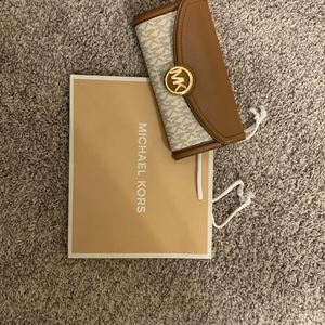Michael Kors Tri Fold Wallet Never Used White Tan MK for Sale in Sun City West, AZ