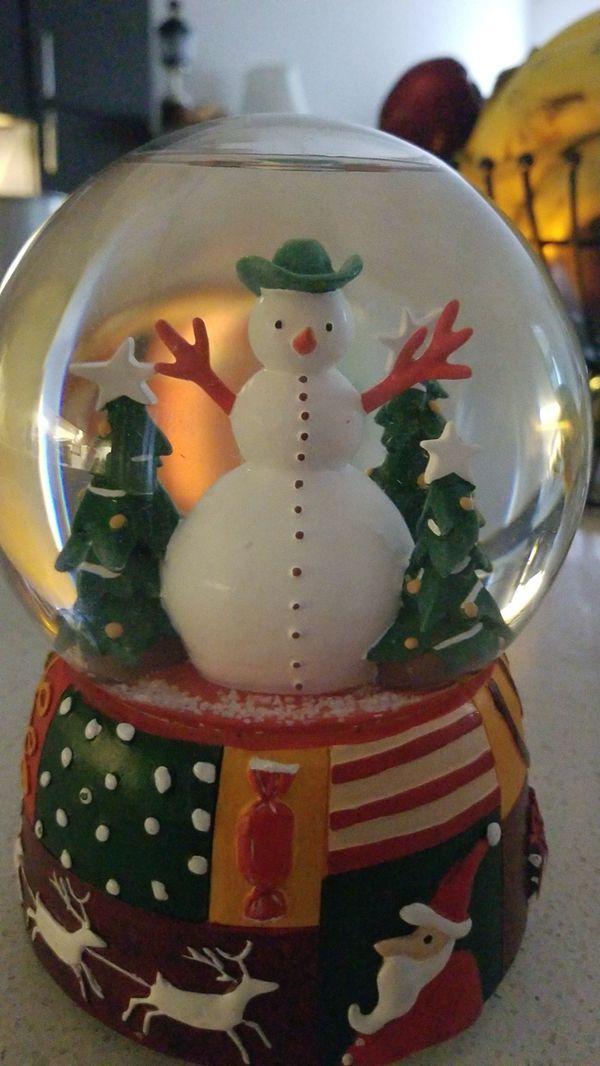 Christmas music frosty snow globe