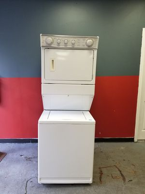 Large capacity gas dryer washer combo for Sale in Aurora, IL