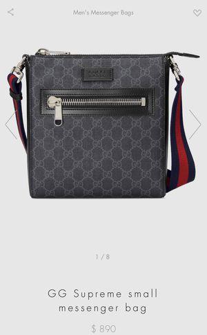 Gucci Man Purse (GG Supreme small messenger bag) for Sale in Seattle, WA
