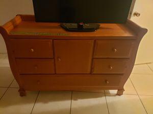 Wood dresser for Sale in Pembroke Park, FL