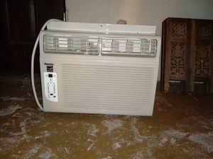 Danby 12000 BTU 115-Volt Window Ac unit for Sale in Seattle, WA