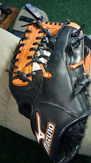 Baseball glove for Sale in Uvalda, GA