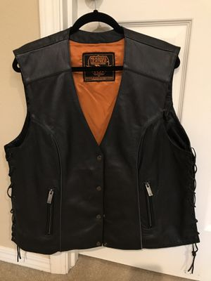 Woman's leather motorcycle vest for Sale in OR, US