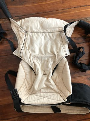 Ergobaby 360 baby carrier for Sale in Philadelphia, PA