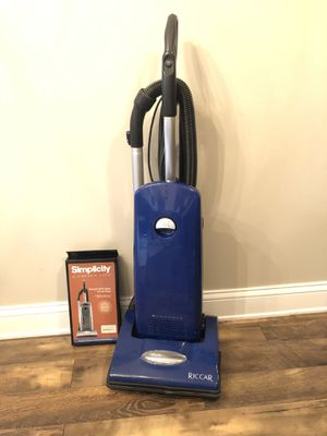 Riccar upright vacuum for Sale in Columbia, MO
