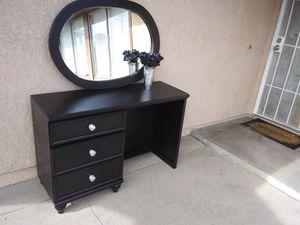 Vanity Desk for Sale in Highland, CA
