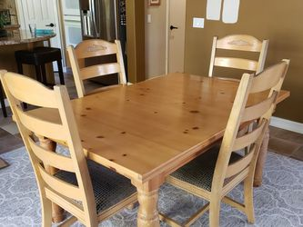 "Broyhill Fontana Dining Table And 6 Chairs, 60""x40"", Plus 18"" Leaf And Custom Table Pads, Great Condition for Sale in San Diego,  CA"