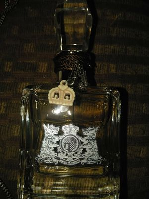 BIG BOTTLE OF NEW WOMENS PERFUME NEVER USED IN BOX for Sale in Stockton, CA