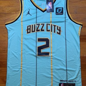 Lamelo Ball Hornets NBA Jersey Men's Medium for Sale in Oakland, CA