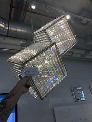 1 chandelier light cube *beautiful* for Sale in Miami, FL