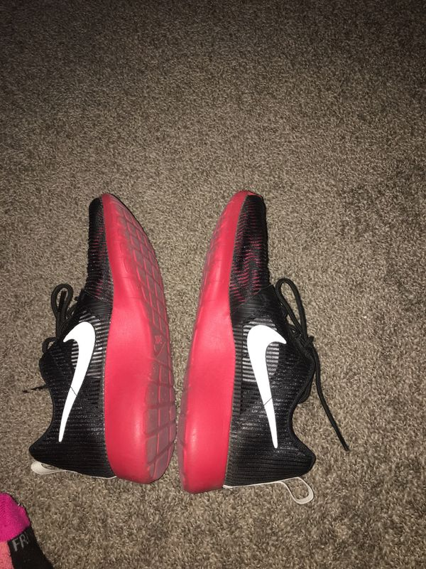 Nike roshie fun flight weight ( red and black w/ white) size 4.5 in boys