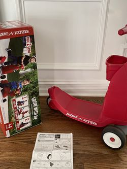 Radio Flyer Ride 2 Glide Scooter for Sale in Hinsdale,  IL