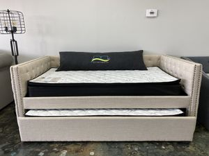 Tufted daybed frame with nailhead trim and trundle for Sale in Charlotte, NC