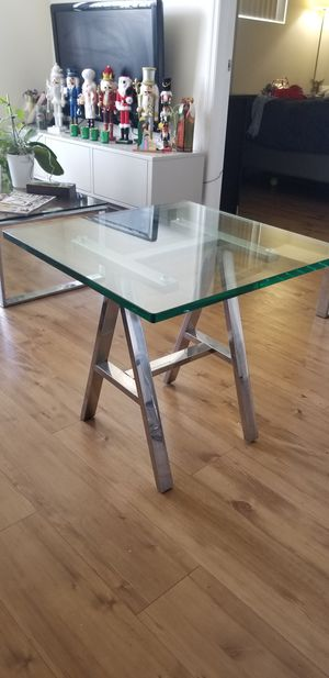 Glass end table (side table) for Sale in Miami, FL