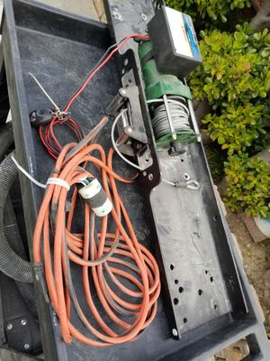 Remote control winch 12V for Sale in Lakewood, CA