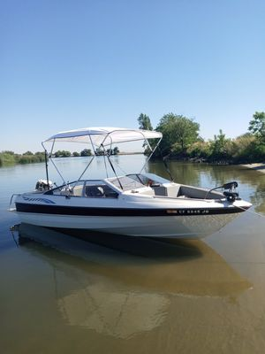 Boat with trailer 20' Bayliner capri with trailer for Sale in Stockton, CA
