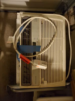 Frigidaire window AC unit with remote for Sale in San Diego, CA