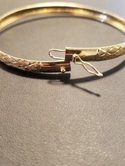 10kt Solid Gold Bangle Bracelet (Read Description) for Sale in Fresno,  CA