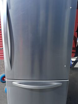 Bottom Freezer LG BRAND NEW NEVER USED No Scratches No Dents for Sale in Eastvale,  CA